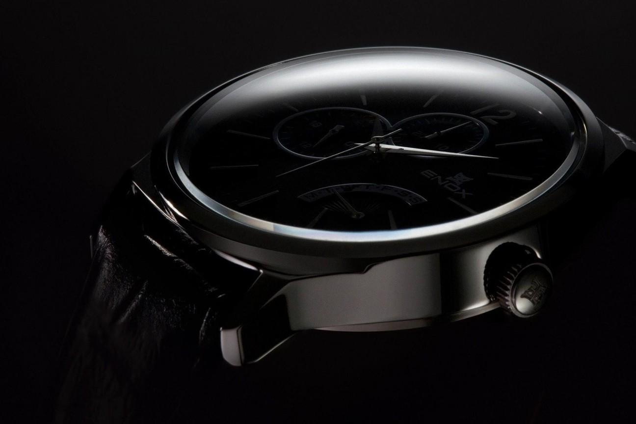 orologio sfondo scuro